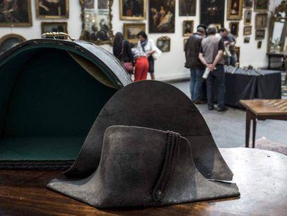 El sombrero presuntamente atribuido al emperador Napoleón I.
