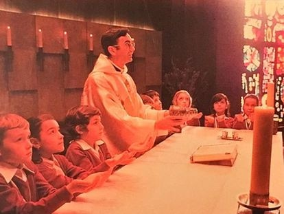 Foto de la portada del disco 'La misa es una fiesta: cantos para las misas con niños', de Cesáreo Gabaráin.