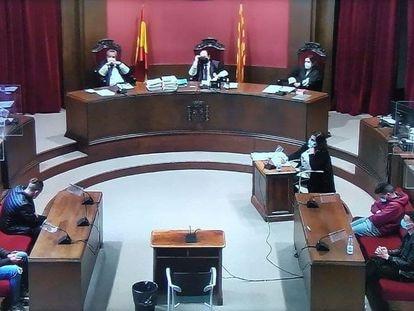 Vista de la sala durante la segunda sesión del juicio por una agresión sexual múltiple en Sabadell.