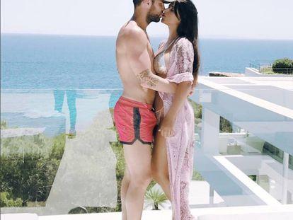 Aquí está la imagen publicada por Cesc Fábregas junto a su pareja, Daniella Semaan.
