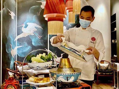 Felipe Bao, jefe de cocina de China Crown. J. C. CAPEL