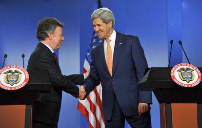 El secretario de Estado de EE UU con Juan Manuel Santos.