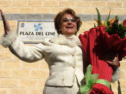 La actriz Carmen Sevilla durante la inauguración de la Plaza del Cine en Huelva, situada junto a la Casa Colón, sede del Festival Iberoamericano de Cine, en 2005.