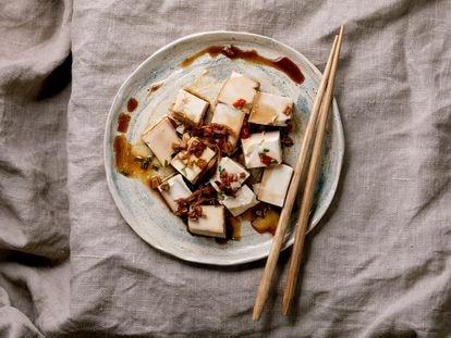 Reto 'Comer menos carne desde ya'. Día 6: logra que el tofu sepa a algo y la ensalada no aburra a las piedras