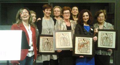 Las premiadas por Dones Progressistes, durante el acto.