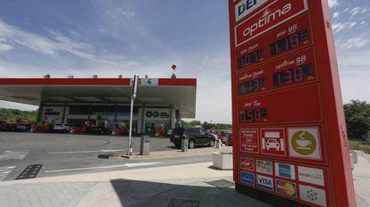 Panel de precios en una gasolinera de Madrid.