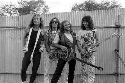 David Lee Roth (voz), Alex Van Halen (batería), Michael Anthony (bajo) y Eddie Van Halen (guitarra). Van Halen a principios de los ochenta.