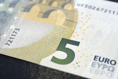 Una imagen de un billete de 5 euros.
