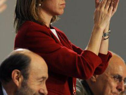 Chacón, aplaudiendo durante el congreso del PSOE