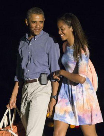 Barack Obama y su hija mayor, Malia, en la Casa Blanca.