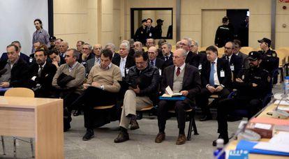 Los investigados se sientan en el banquillo durante la sesión del juicio celebrada el 26 de noviembre de 2018.