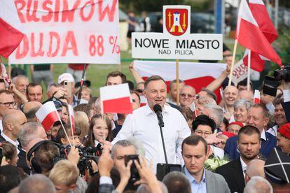 El presidente polaco y candidato de Ley y Justicia (PiS) Andrzej Duda, celebra su victoria.