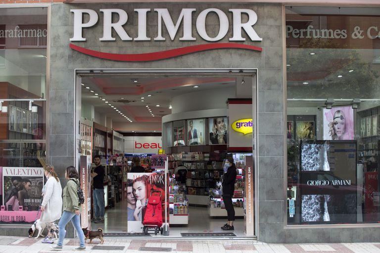 Perfumería Primor en una calle comercial de Málaga.