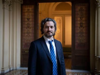 El jefe de Gabinete de Ministros de la Nación, Santiago Cafiero, posa en la Casa Rosada luego de la entrevista con EL PAÍS, el 13 de agosto de 2020.