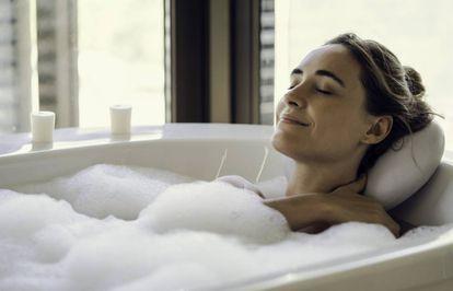 Los aceites, sales o bombas de baño crean una sensación muy placentera y ayudan a relajar los músculos.