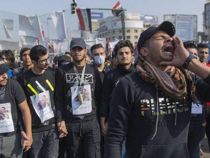 Concentración este jueves de jóvenes iraquíes por la muerte de un manifestante en Bagdad.