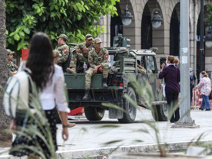 El ejército patrulla la calle Habib Bourguiba en Túnez este martes, 27 de julio.
