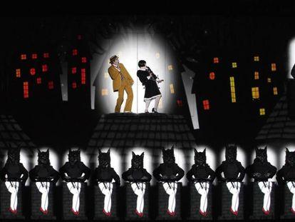 Escena del reestreno de'La flauta mágica', este domingo en el Teatro Real. En vídeo, la precisión audiovisual en la puesta en escena de la obra.