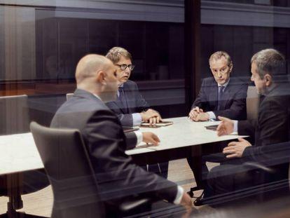 Ejecutivos de banca y consultores, los que más cobran en España: una media de 300.000 euros