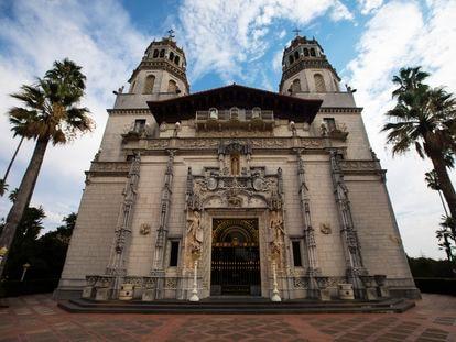 Uno de los edificios del castillo del magnate Randolph Hearst en California, inspirado en la arquitectura española.