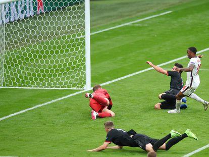 Raheem Sterling marca el primer gol de Inglaterra a Alemania, en Wembley.