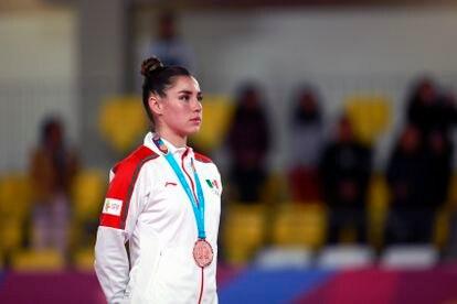 La gimnasta mexicana Dafne Navarro, tras ganar la medalla de bronce ganada en los Juegos Panamericanos 2019, en Lima (Perú).