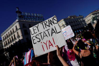 Protesta a favor de los derechos de las personas trans, en julio de 2020 en Madrid.
