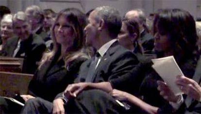 Imagen de Melania y Obama sonriendo que ha revolucionado las redes.