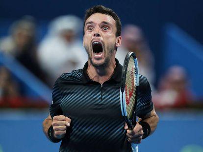 Bautista celebra su triunfo contra Berdych en la final de Doha.