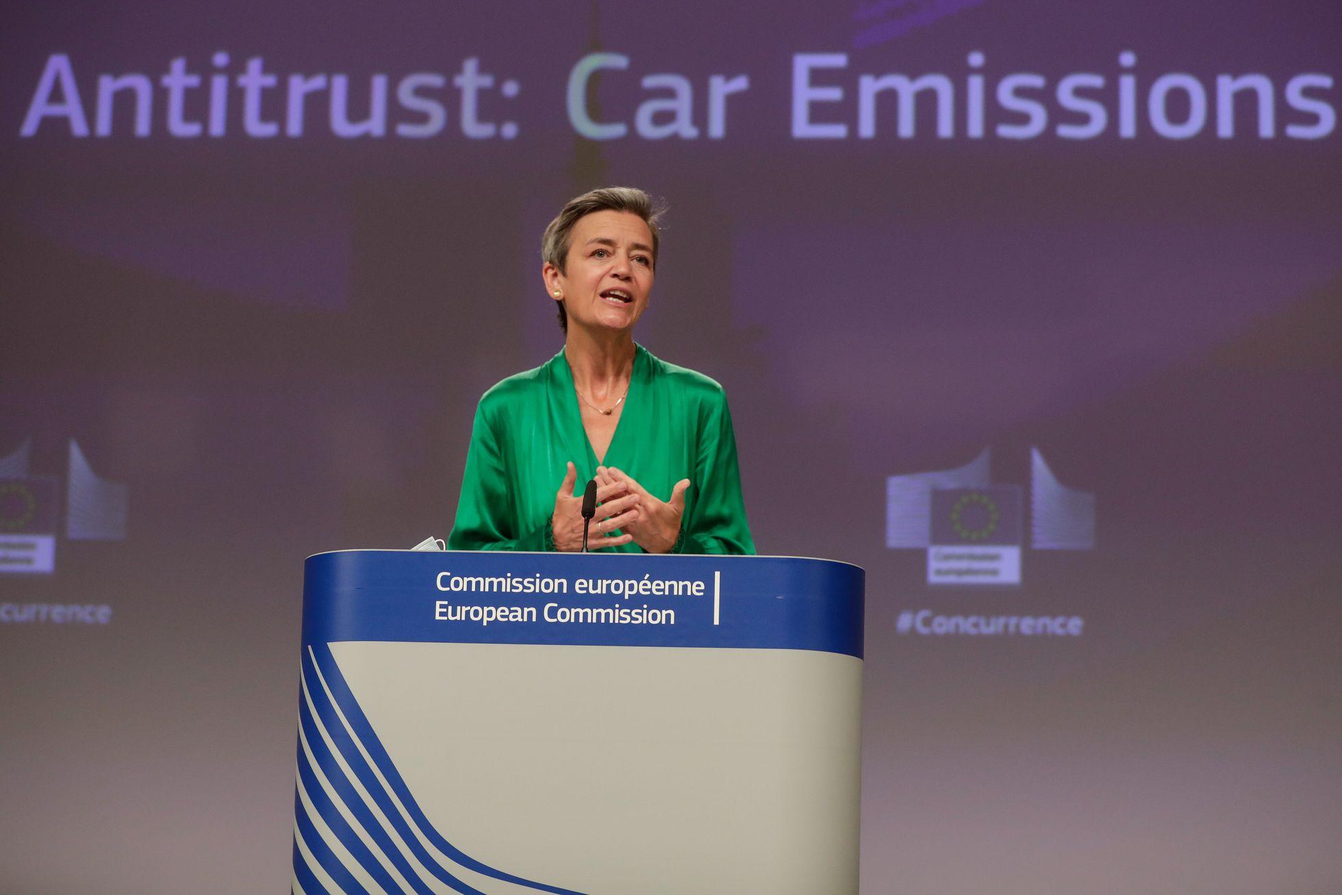 Bruselas multa con 875 millones a BMW y Volkswagen por confabularse para  frenar su tecnología anticontaminación | Economía | EL PAÍS