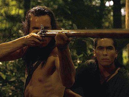 Una escena del filme 'El último mohicano' (1992). En vídeo, tráiler de 'El último mohicano'.