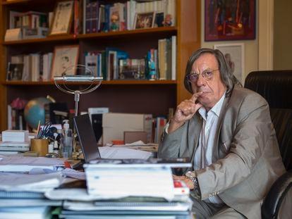 Francesc Jufresa, el abogado que ha presentado un indulto para los presos del 'procés', en su despacho en Barcelona.