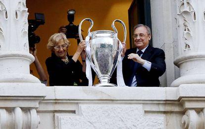 Florentino Pérez, junto a la alcaldesa de Madrid Manuela Carmena.