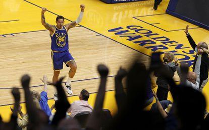 Juan Toscano celebra un punto durante un partido de los Golden State Warriors, el pasado 10 de mayo.