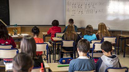 Estudiantes de primaria en una clase de Música, en una escuela de Valencia este pasado mes de marzo.