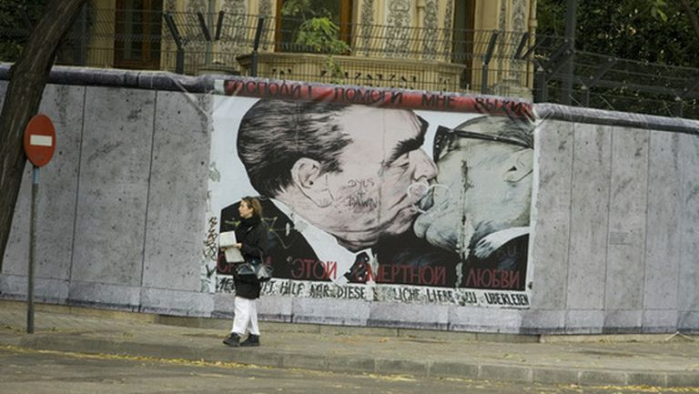 Reproducción del Muro de Berlín en la embajada alemana de Madrid