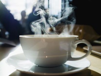 Una revisión de más de mil estudios concluye que no hay evidencia de que el café ni el mate sean carcinógenos ingeridos a una temperatura normal