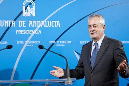 El presidente andaluz, José Antonio Griñán, en su declaración institucional.