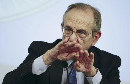 El ministro italiano de Finanzas, Pier Carlo Padoan