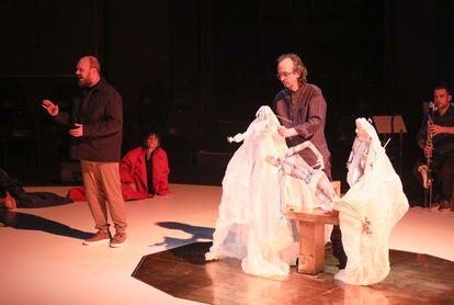 Niño de Elche y Carlos Marquerie, en un ensayo el pasado martes de 'Descendimiento'.