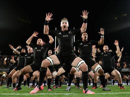 Los All Blacks neozelandeses integran en su visión dos principios maorís fundamentales: el 'whakapapa' (no somos más que una chispa en un momento) y el 'whanau', que significa equipo.
