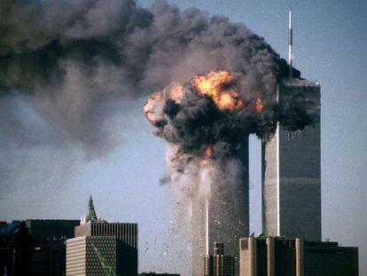 Las Torres Gemelas de Nueva York, después de que sendos aviones comerciales pilotados por suicidas se estrellaran contra ellas el 11 de septiembre de 2001.
