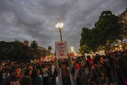 Miles de personas protestan contra los feminicidios en Plaza de Mayo.