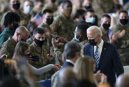 El presidente de Estados Unidos, Joe Biden, el miércoles en la base aérea de Mildenhall, en Suffolk (Reino Unido)a