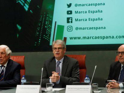 Dastis junto a los responsables de la Marca España.