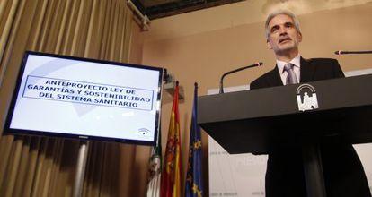 El consejero de Salud de Andalucía, Aquilino Alonso, tras el Consejo de Gobierno de este martes.