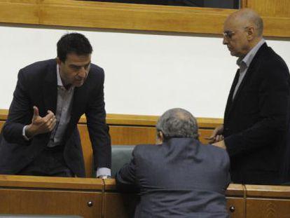 Maneiro, Unzalu y Ares charlan durante la sesión