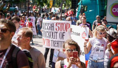 Marcha contra el sida en Ámsterda, donde se celebra el congreso internacional sobre la enfermedad.