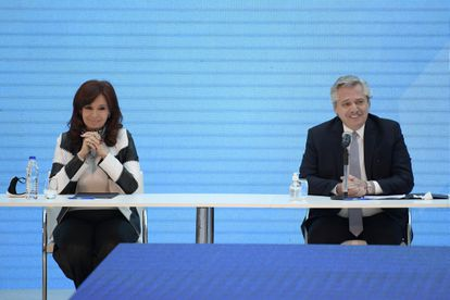 The vice president, Cristina Fernández, together with Alberto Fernández, at a press conference in August 2020.