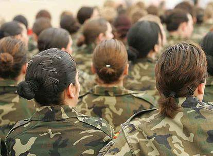 Mujeres militares en un acto organizado por el Ministerio de Defensa en la base de El Goloso (Madrid).